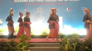 Penampilan Tari Sermadengan-dengan Duta Sanitasi Provinsi Sumut 2013