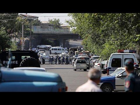 Αρμενία: Μέσα εν εξελίξει ομηρία, έξω συγκρούσεις με την αστυνομία