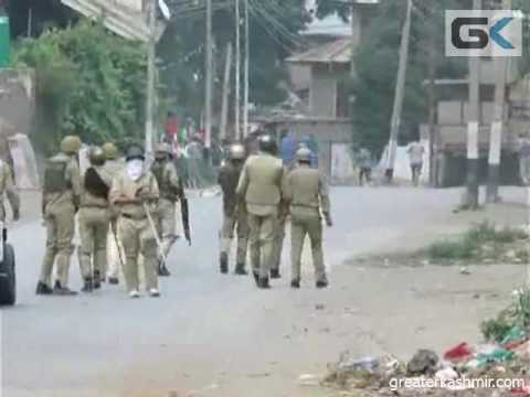 Protesters clash with forces at Pulwama, Ganderbal