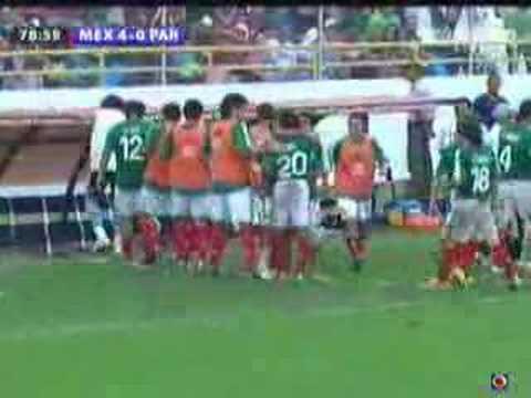 Gol de Fernando Arce a Paraguay.