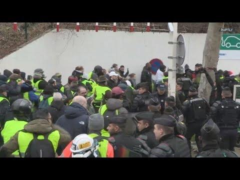 Γαλλία: Συγκρούσεις ξέσπασαν στη διαδήλωση των «Κίτρινων γιλέκων» στο Παρίσι