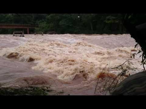 Rio Aguapei ou rio feio (Canal Do Inferno) em Salmourão,SP 26/01/2017