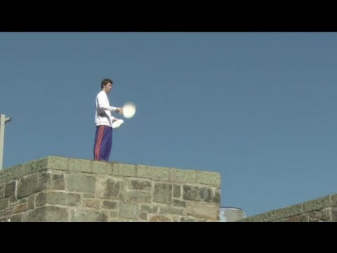 Incredible Frisbee Trick Sho...