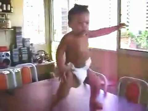 Bebe bailando La Penadita (La Peinada)