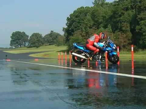 Торможения на мокрой дороге мотоцикла