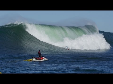 nic lamb - Nic Lamb (Santa Cruz, California, USA) outwits a huge crowd and enjoys a big, smooth drop all by himself at Maverick's, California on October 12, 2014. Video by Alexey Orlov/Go Big Project...