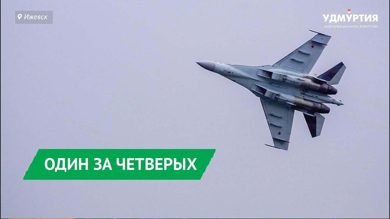 Праздничный полет «Сокола России» над Ижевском
