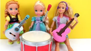 Video MUSIC class ! Elsa and Anna toddlers play musical instruments at school with teacher Barbie MP3, 3GP, MP4, WEBM, AVI, FLV Juni 2018
