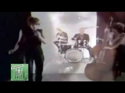 The Pretenders - I Go to Sleep