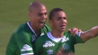 Curtam nossa página: http://www.facebook.com/LeandroSportsVideos Inofensivo, bagunçado e com falha de Denis, São Paulo cai para a Chape Tricolor repete ...