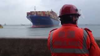 Video Disbelief as container ship heads straight to shore (full version) Hong Kong April 6, 2014 MP3, 3GP, MP4, WEBM, AVI, FLV Juni 2018