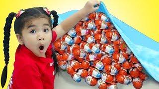 Suri Cooks & Plays with Kinder Surprise Eggs Food Toys