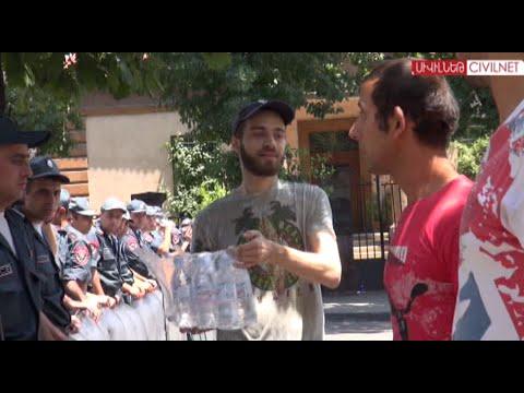 Ժողովուրդը ամրապնդվում է Բաղրամյանում - DomaVideo.Ru