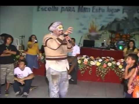Mendigo entra igreja chama crente vagabundo pt1