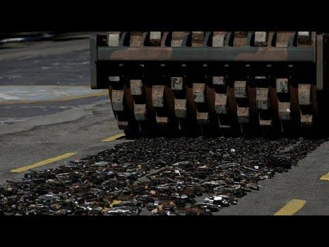 Brasilien: Rio de Janeiro lässt Waffen plattwalzen