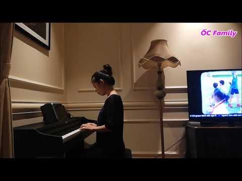Mẹ ỐC học đánh đàn Piano