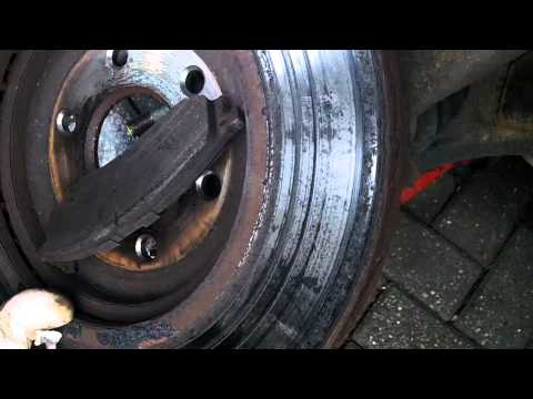 How to bleed nissan navara fuel system with pictures for 2002 nissan pathfinder motor oil type