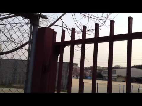 堺市城山台小学校と校庭 2012.4.8