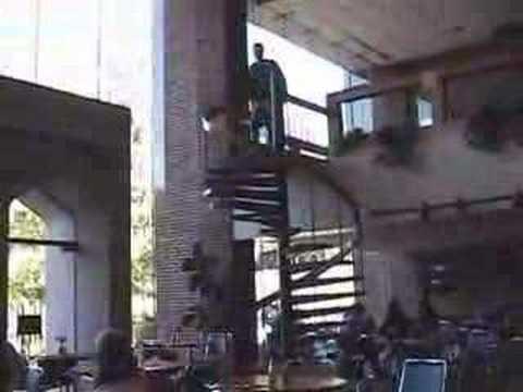 比坐電梯還要快速到達一樓的方式…