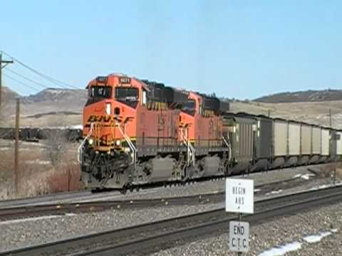 ES44AC - 20 Seconds of HORN! Up at Palmer Divide, CO. This coal train is idling forward, towing a coalporter that has a broken coupler with a cargo-strap! They just p...