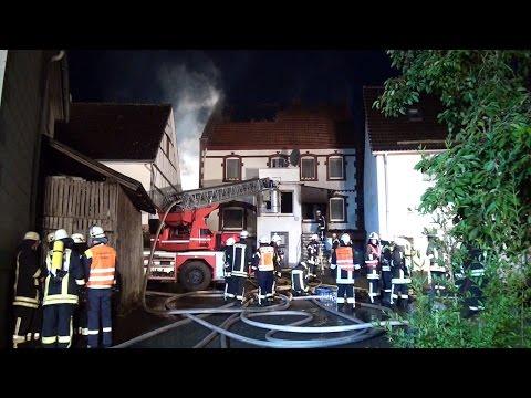 Feuer zerstört Haus, Familie obdachlos