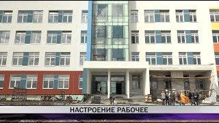 Замминистра строительства Виктор Московских и мэр Владислав Пинаев оценили ход работ в сотой школе