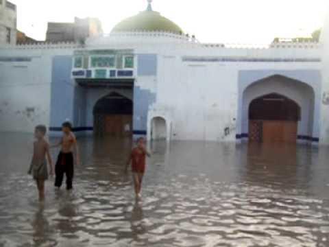 Varias casas quedaron destruidas por las inundaciones en Pakistán