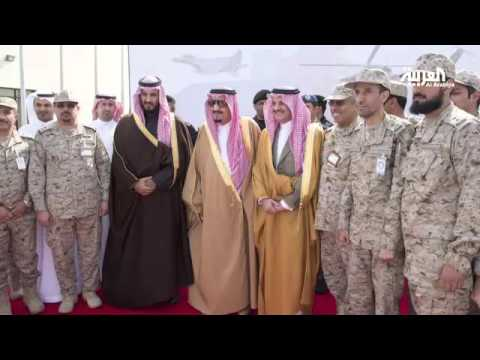 بالفيديو : الملك سلمان يضع حجر الأساس لقاعدة الملك سعود الجوية