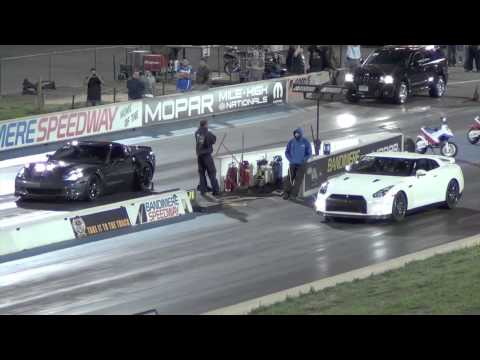 corvette zr1 vs nissan gtr - drag race