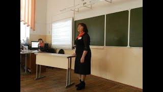 Директриса запугивает школьника из-за значка «Навальный 2018»