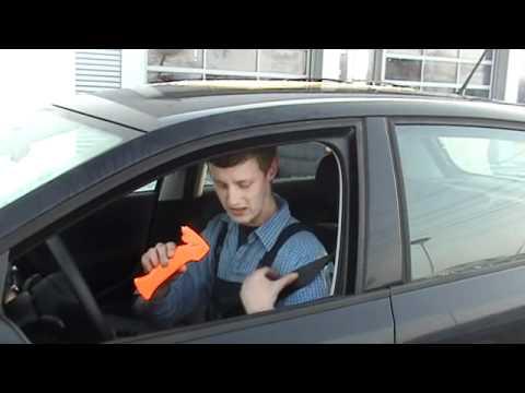 Nothammer im Notfall benutzen - Auto Vorbeck Selbsthilfe