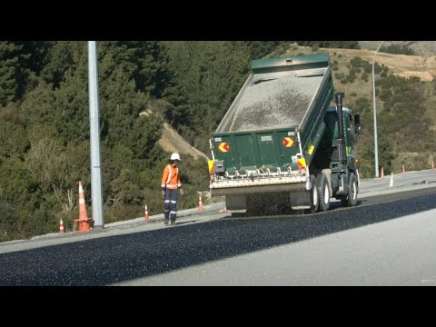 Chipsealing Transmission Gully – June 2021