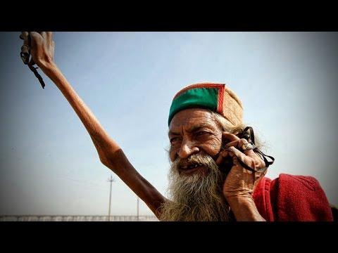 <p>La devoción y el fervor religioso extremo pueden resultar chocantes para cualquier persona ajena a ciertas religiones y cultos. Sadhu Amar Bharati es un hombre indio que en ofrenda al dios Shiva, permaneció con su <strong>brazo</strong> derecho <strong>levantado</strong> durante más de 40 años. </p>