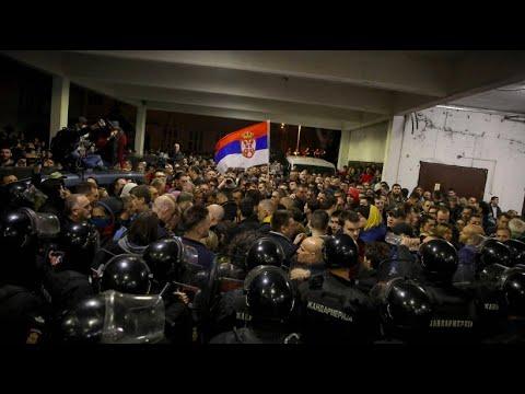 Serbien: Regierungskritiker stürmen den Staatssender R ...