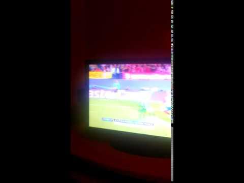 Fernando torres hits the post (видео)