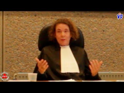 Rechter - http://vitalifeiten.nl/ Op 12 mei 2014 heeft soeverein karel de rechter gearresteerd door een burgerarrest uit te voeren in de rechtbank Amsterdam. Hij wordt...