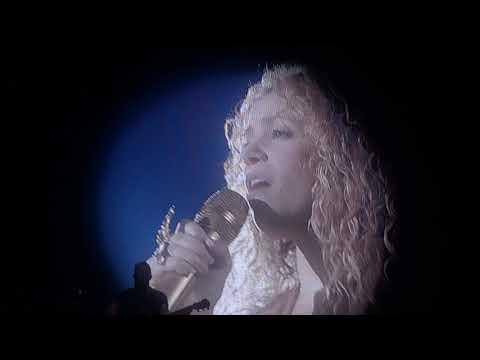 Shakira - Je l'aime A Mourir (Live in Paris - El Dorado World Tour AccordHotel Arena) HD (видео)