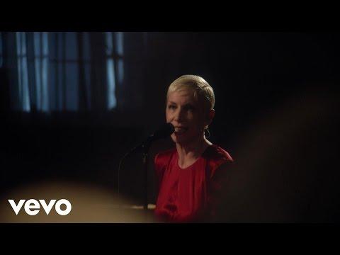 Tekst piosenki Annie Lennox - God Bless The Child po polsku