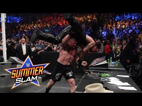 F5 lên Undertaker , hậu quả là bàn bình luận vỡ , Brock toét đầu