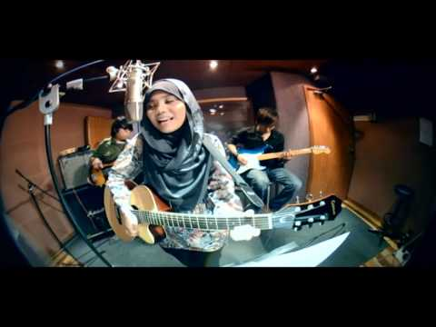Cinta Muka Buku Official Video Clip – Najwa Latif