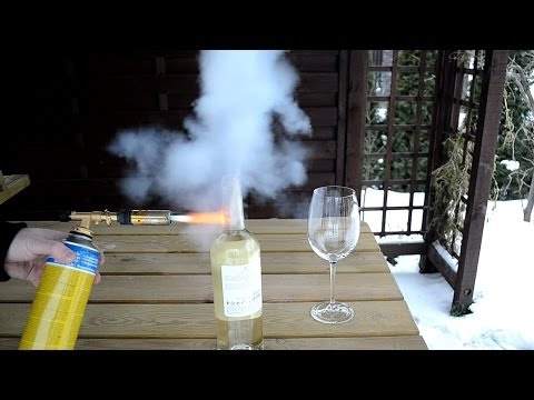 How to open bottle of wine with a torch - Cool bottle opener - Amazing wine life hack experiment
