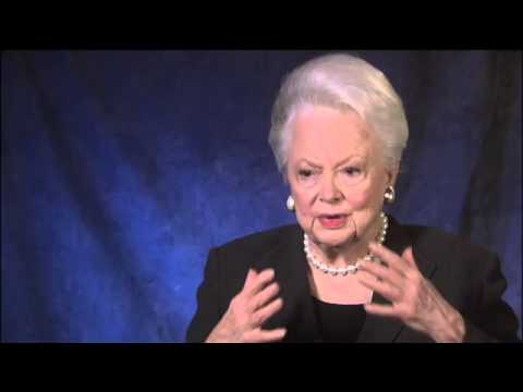 olivia de havilland - Olivia deHavilland speaks of working with Vivien Leigh in