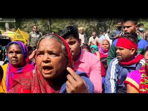ग्राम वासियों द्वारा चर्नोइ मद जमीन को कब्जा मुक्त कराने हेतु कलेक्टर जबलपुर को सौंपा गया ज्ञापन