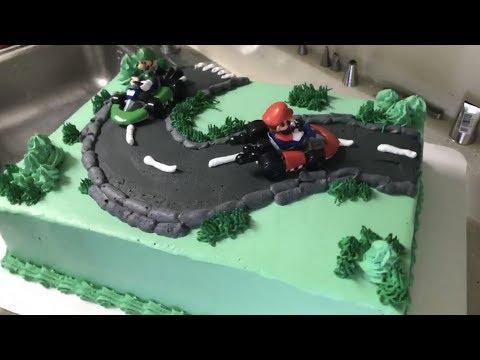 Decorando pastel de Heineken y Mario Kart