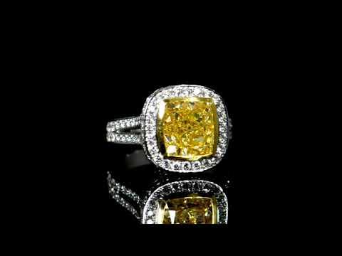 經GIA鑑定5.52克拉彩黃鑽石戒指