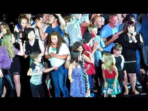 Tekst piosenki Wilson Phillips - Dancing Queen (ABBA cover) po polsku