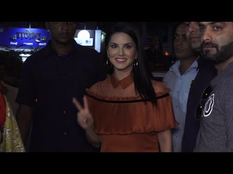 Sunny Leone Grand Entry At Lawman Pg3 New Store Launch