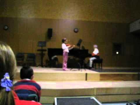 Alba Martín tocando el violín