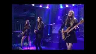 HAIM - The Wire (On SNL) (Live) lyrics (Portuguese translation). | [Verse 1]