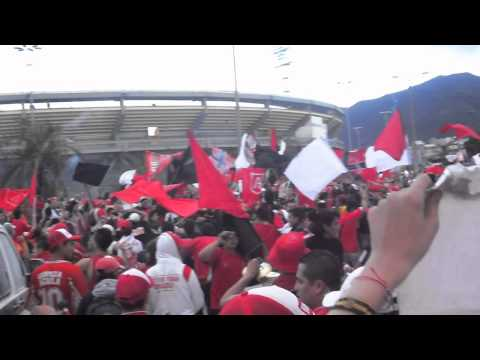 disturbio rojo bogota llegando al campin - Disturbio Rojo Bogotá - América de Cáli